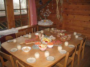 Gedeckter Tisch im Essbereich